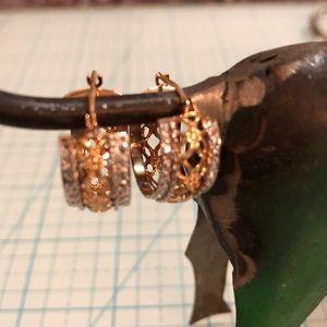 Jewelry - 💋14kt gold earrings 😍